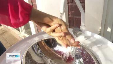 Comerciantes instalam pias públicas para higiene das mãos em Ariquemes - Iniciativa ajuda a combater a disseminação do novo coronavírus pelo município do Vale do Jamari. Cidade já tem 119 casos confirmados de Covid-19.