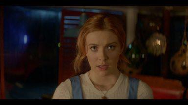 Piloto - Nancy Drew, de 18 anos, planeja deixar sua cidade natal para cursar a faculdade, mas se vê envolvida em um mistério de assassinato sobrenatural.