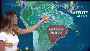 Previsão é de chuva em MS nesta segunda-feira (11) - Chove também no Recôncavo Baiano. O tempo fica firme no interior do Nordeste.