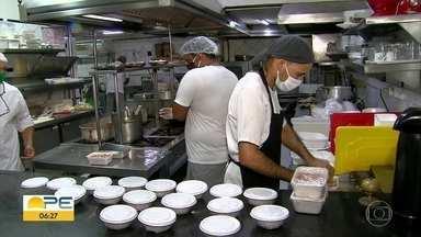 Restaurantes apostam no serviço de entrega no Dia das Mães - Sem poder receber clientes por causa da pandemia do novo coronavírus, estabelecimentos focam no delivery.