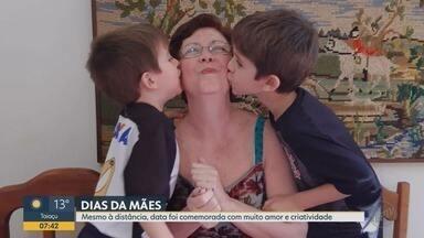 Dia das Mães: mesmo com distanciamento, data é comemorada com amor e criatividade - Medidas de isolamento social são para evitar o contágio do novo coronavírus.