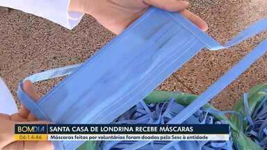 Costureiras fazem máscaras para profissionais da Santa Casa de Londrina - Máscaras feitas por voluntárias foram doadas pelo Sesc à entidade.