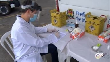 Teste móvel para coronavírus é promovido em Itatiba nesta terça-feira - Em Itatiba (SP), algumas pessoas que passaram pelas barreiras sanitárias com temperatura acima do normal vão ser submetidas ao teste rápido de coronavírus nesta terça-feira (12).