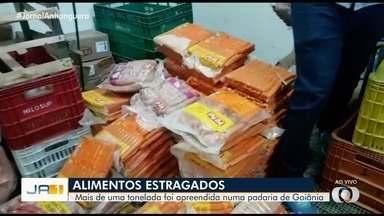 Mais de uma tonelada de alimentos estragados são apreendidos em padaria de Goiânia - Procon encontrou os alimentos em uma fiscalização de rotina realizada no estabelecimento.