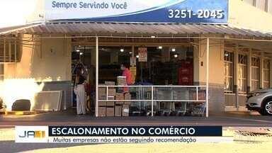 Empresas não estão seguindo recomendação de escalonamento de horários em Goiás - Novo decreto que visa obrigatoriedade do escalamento de horários está previsto para ser publicado na quarta-feira (13).