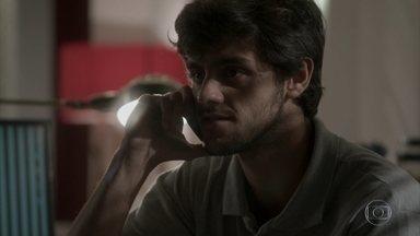 Eliza confessa a Jonatas que está com medo da prova de comportamento - Arthur briga com Eliza ao vê-la conversando com Jonatas no horário de trabalho