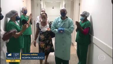Idosa de 65 anos recebe alta depois de ficar internada por causa da doença - A filha dela trabalha no mesmo hospital me que a mãe ficou internada.