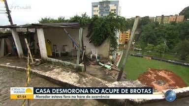 Casa desmorona no Acupe de Brotas após fortes chuvas; ninguém ficou ferido - O morador não estava no imóvel na hora da ocorrência, mas lamentou as perdas.