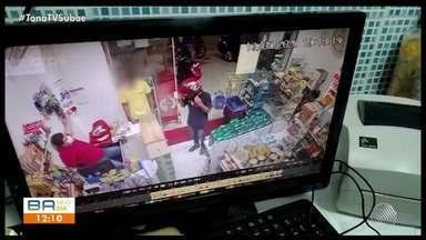 Comerciante é morto a tiros dentro de estabelecimento em Feira de Santana - O momento do crime foi registrado por câmeras de segurança.
