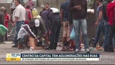 Feira do rolo tem movimento intenso no centro da capital - Praça da Sé reune vendedores informais.