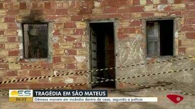 Gêmeos morrem em incêndio dentro de casa em São Mateus, no ES - Segundo o registro da polícia, a mãe dos gêmeos teria saído de casa e deixado um fogão ligado. As crianças estavam sozinhas em casa.