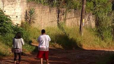 Moradores de Itaquaquecetuba reclamam de falta estrutura nas ruas - No bairro Chácara Águas da Pedra, os moradores estão insatisfeitos com as condições das ruas.