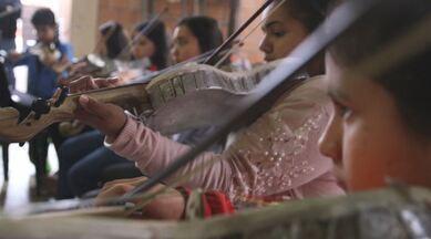 Conheça as maravilhas naturais do Paraguai na segunda parte da aventura - Terra da Gente te convida a ver as maravilhas naturais do país e se encantar com uma orquestra que usa instrumentos musicais feitos com lixo reciclável.