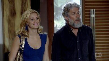 Pereirinha e Teodora chegam à casa de Griselda - A portuguesa sai com Quinzinho quando é surpreendida e não poupa ofensas aos dois