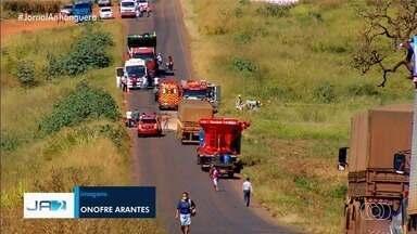 Quatro pessoas morrem em acidente na GO-174, em Rio Verde - Entre as vítimas, duas crianças que viajavam no carro.