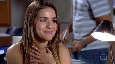 Griselda contrata Beatriz - Quinzé gosta da empolgação da engenheira. Beatriz marca um encontro com Antenor. Glória sai para lanchar com Edvaldo