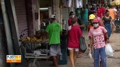Vários pontos da cidade de Olinda continuam muito movimentados - Por necessidade, pessoas continuam saindo e indo às ruas.
