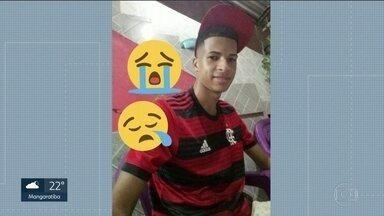 Moradores de Acari afirmam que jovem foi torturado e morto por policiais militares - O jovem de 21 anos foi baleado e a família afirma que o jovem sofreu violência policial.