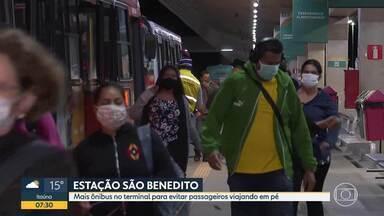 Usuários reclamam de ônibus cheios em Santa Luzia - Sindicato das empresas diz que aumentou número de veículos.