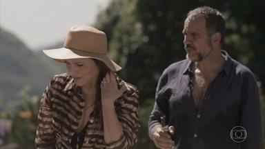 Lili percebe que seu relógio sumiu - Jonatas ajuda a mãe de Fabinho a procurar a joia
