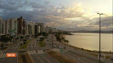 Turistas de SP encontram dificuldade para alugar imóveis de veraneio em Florianópolis - Governo do estado proibiu esse tipo de negócio.
