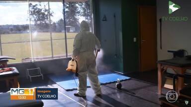 América-MG desinfecta CT antes de retomar os treinos com o time profissional - América-MG desinfecta CT antes de retomar os treinos com o time profissional