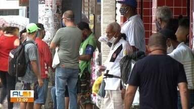 Movimento intenso nas ruas de Maceió após prorrogação do decreto - Muita gente circulou pelo calçadão do Centro e feiras livres.