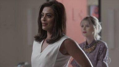 Carolina provoca Eliza - Arthur pede que Max retorne para ajudá-lo e deixe a menina sozinha para a mesa redonda