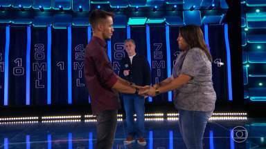 Ronald descobre se Suyane assinou ou não o contrato - Expectativa é grande no palco do 'The Wall'