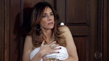 Tereza Cristina se assusta por acordar ao lado do Pereirinha - Teodora empresta vestido para Tereza Cristina