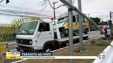 Trânsito ao vivo - Acidente na Avenida Guarapiranga, na zona sul da capital.