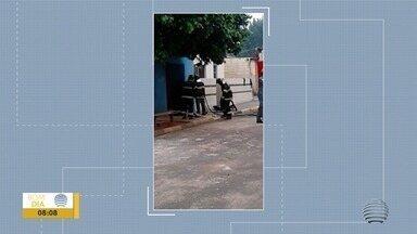 Incêndio em barbearia mobiliza Corpo de Bombeiros - Dono ateou fogo no próprio imóvel.