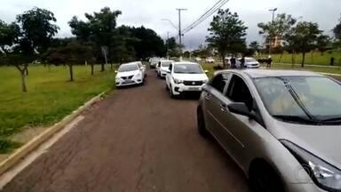 Motoristas de aplicativo fazem carreata para pedir por mais segurança em Marília - Motoristas de aplicativo fizeram uma carreata, na tarde deste domingo (24), para pedir por mais segurança, em Marília (SP).