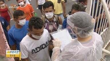 Voluntários levam serviços gratuitos para moradores de rua de Manaus - Voluntários promoveram ações de higiene.