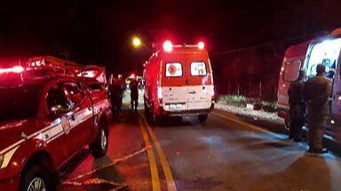 Acidente na Estrada do Nagao deixa 13 vítimas - No acidente em Mogi das Cruzes,cinco pessoas morreram.