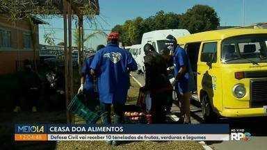 Comerciantes da Ceasa de Curitiba doam alimentos para Defesa Civil - Defesa Civil vai receber 10 toneladas de frutas, verduras e legumes