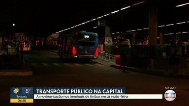 Transporte público na capital - A movimentação nos terminais de ônibus nesta sexta-feira.