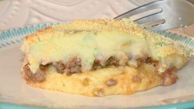 """Escondidinho de carne com dois purês é uma dica da """"Hora do Rancho"""" - Carne moída e pedaços de linguiça dão mais sabor ao recheio. Confira os segredos do prato aconchegante e agradável para o Inverno."""