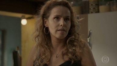 Gilda se preocupa com a situação financeira de sua família - Ela se prepara para ir até o Rio de Janeiro. Stelinha aconselha Eliza a esquecer Jonatas. Gilda se despede da família e parte para o Rio de Janeiro e Dino pensa em seguir a mulher