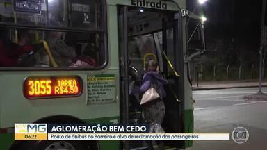 Bom Dia Minas acompanha ida para o trabalho - Passageiros enfrentam ônibus cheios no início da manhã.