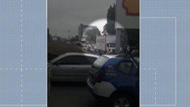 Guarda Civil de Mogi das Cruzes localiza caminhão roubado nesta quinta-feira - Durante a abordagem da GCM, ao encontrar o veículo, a movimentação foi grande e o trânsito parou nas proximidades do Shopping de Mogi.