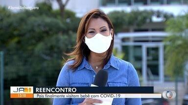 Após cinco dias, pais reencontram bebê diagnosticado com Covid-19 em Goiânia - Recém-nascido precisava fazer cirurgia no coração, mas procedimento foi adiado devido ao diagnóstico do coronavírus.
