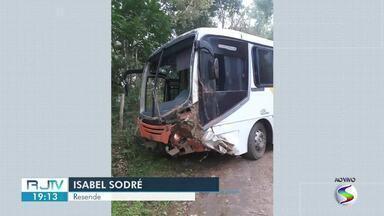 Ônibus bate em barranco e deixa seis feridos no distrito de Visconde de Mauá - Acidente aconteceu em uma localidade conhecida como Lote 10.