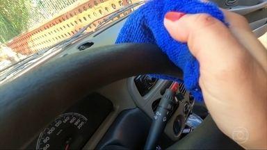 Saiba como revitalizar peças plásticas de seu veículo - Excesso de álcool 70 pode desidratar itens do carro.
