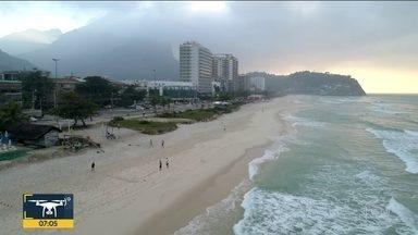 Confira a previsão do tempo para esta terça-feira (9) - Previsão de tempo firme a semana toda, com poucas nuvens. Madrugadas frescas e temperatura passando dos 30°C. Drone do Bom Dia sobrevoa Barra da Tijuca.
