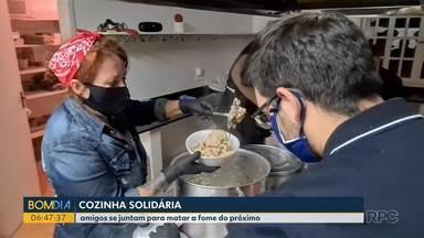 Cozinha solidária - Amigos se juntam para matar a fome do próximo.