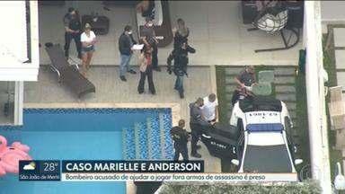 Bombeiro acusado de ajudar a esconder armas de Ronnie Lessa é preso - Segundo a investigação, Maxwell Simões Correia ajudou Ronnie Lessa, preso pela morte da vereadora Marielle Franco e do motorista Anderson Gomes.