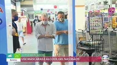 Higienizador de compras surge como nova oportunidade de trabalho - Em meio à crise, algumas pessoas encontram oportunidades. Nas lojas e mercados surge uma nova função: a de higienizador das compras.