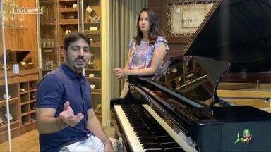 Felipe Adjafre leva música em homenagem especial a profissionais de saúde - Pianista cearense promoveu edição emocionante do projeto Por do Sol Fortaleza e conversa com Daniel Viana