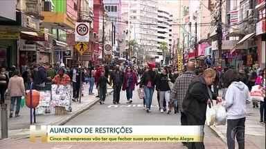 Cinco mil empresas vão ter que fechar suas portas em Porto Alegre - As novas medidas foram anunciadas pelo prefeito Nelson Marchezan Junior, do PSDB. O prefeito disse que é preciso retroceder na abertura das atividades, como outros países já fizeram, para reduzir o avanço do vírus. A preocupação é com a ocupação dos leitos de UTI, que hoje está em 79%.